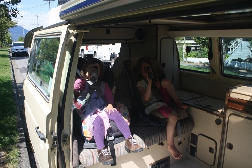 kids in a westfalia vanagon
